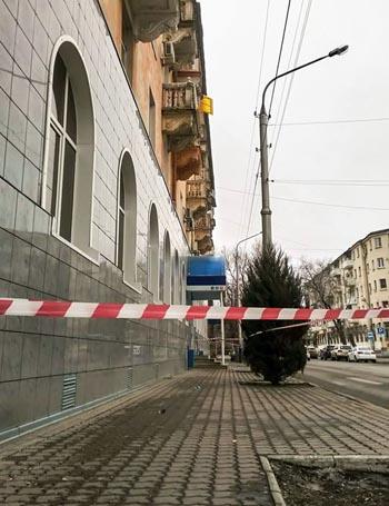 Ещё два дома в центре Астрахани угрожают горожанам