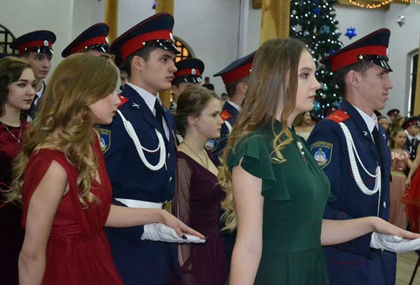В Астрахани прошёл рождественский кадетский бал