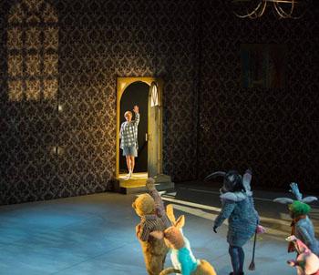 Винни-Пух с аншлагом выступил на сцене в Астрахани