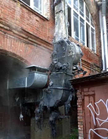 Напротив офиса «Единой России» в Астрахани произошёл пожар