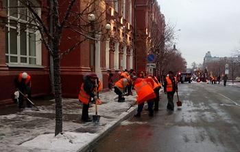 Как идут работы по расчистке улиц Астрахани от выпавших осадков?