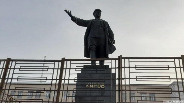 Памятник Кирову в Астрахани нуждается в реставрации