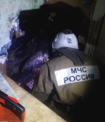 На пожаре в Астраханской области спасено три человека