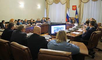 Александр Жилкин после встречи с активом ОНФ поручил отремонтировать две дороги и достроить недострой