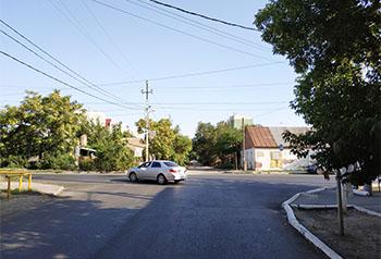 На опасном перекрёстке в Астрахани не видно дорожных знаков