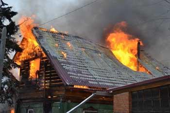 Под Камызяком сгорел летний дом