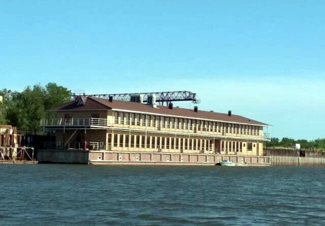В Астрахани продаётся плавучая гостиница за 135 млн рублей
