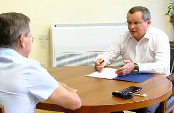 Игорь Мартынов рассказал губернатору о работе думы по исполнению президентского послания