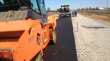 В Икрянинском районе строят дороги между сёлами