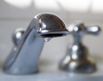 Холодную воду отключили в Трусовском районе Астрахани