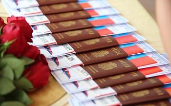 Паспортизация подростков увлекла первых лиц региона