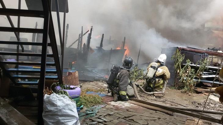 В субботу в Астрахани вспыхнул сильный пожар