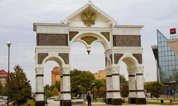 Восстановленную Триумфальную арку открыли в Астрахани