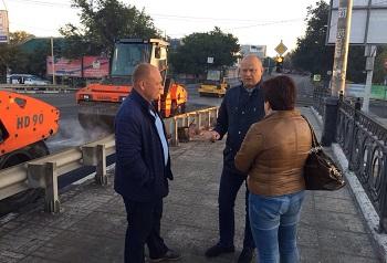 Глава горадминистрации в выходной день следил за ремонтом дорог