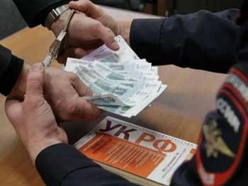 Зам начальника отдела следственного управления подозревается в посредничестве при получении взятки