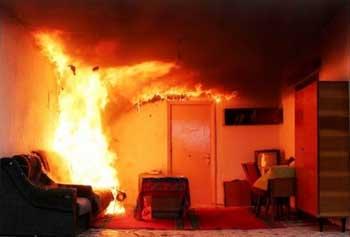 За двадцать минут потушен в Астрахани ночной пожар на Пороховой