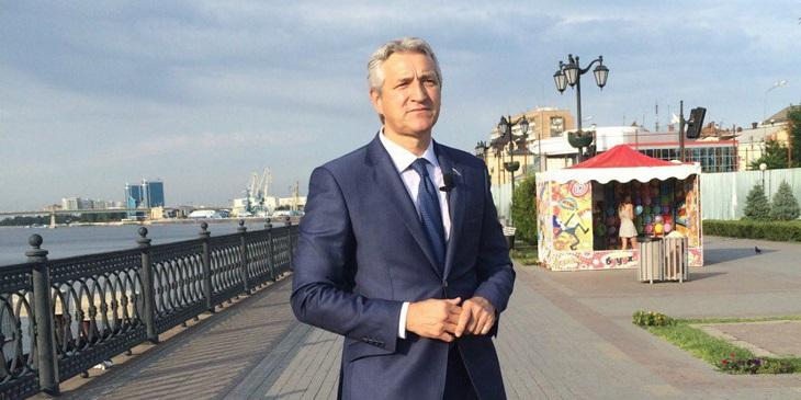 Сегодня известному астраханскому врачу и российскому политику исполнилось 56 лет