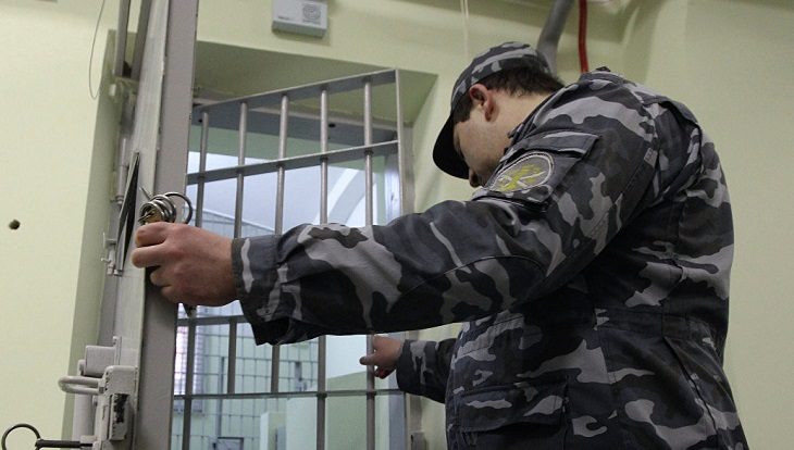 Астраханский заключённый напал на тюремщика