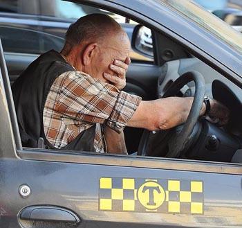 Пьяный астраханец устроил буйство в такси и сопротивлялся полиции