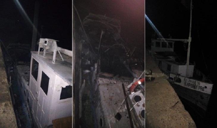 Под Астраханью ночью горело маломерное судно