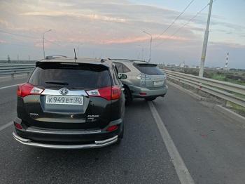 В Астрахани на мосту через две Болды столкнулись три машины