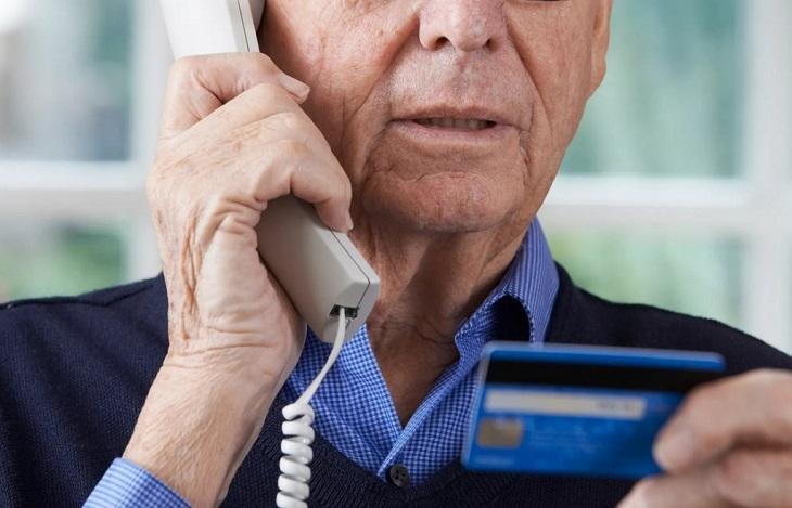 Телефонные мошенники выудили из астраханского пенсионера 1,5 млн рублей