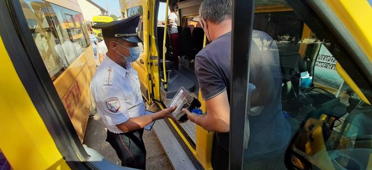Полицейские наказали двух астраханских маршрутчиков