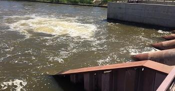 Астраханские каналы прокачали водой
