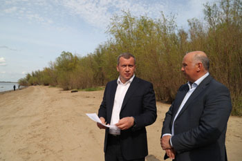 Сергей Морозов осмотрел остров Городской, где появится благоустроенный пляж