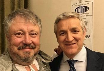 Депутат Огуль оказался за кулисами театра