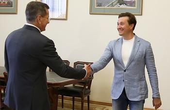 Сергей Безруков выразил Александру Жилкину своё восхищение астраханским театром