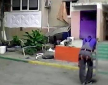 В Астрахани с девятиэтажного дома сорвался рабочий