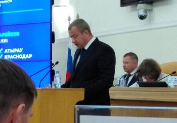 Депутаты не задали Морозову главный вопрос. Но скромно намекали