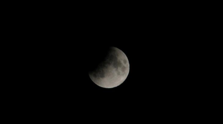 Астраханцы увидели лунное затмение