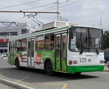 В Астрахани прощаются с троллейбусом