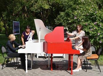 Астраханцев приглашают на бесплатные караоке, кино и концерты