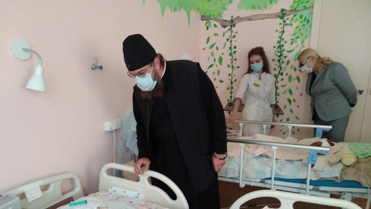 Глава Астраханской епархии владыка Никон побывал в детской больнице