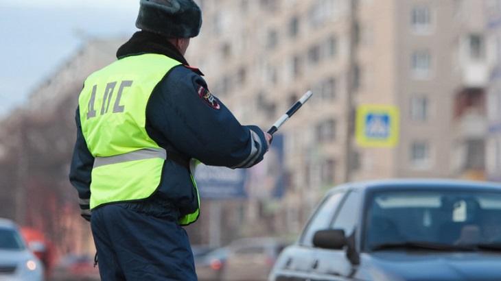 Под Астраханью нарушитель напал на сотрудника ДПС