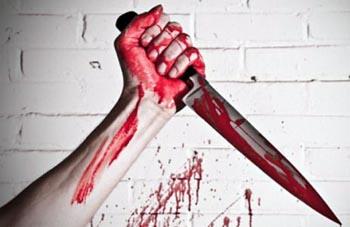 В Икряном на Рождество мужчина зарезал собутыльницу