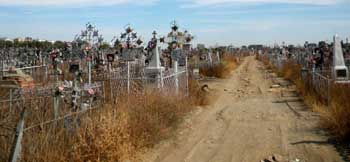 В Астрахани на Старом кладбище снова бесчинствуют вандалы