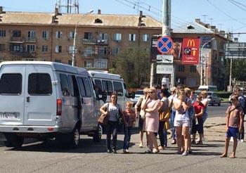 Чиновники занялись опасной остановкой у астраханского вокзала