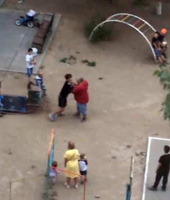 В Астрахани двое мужчин напали на школьников