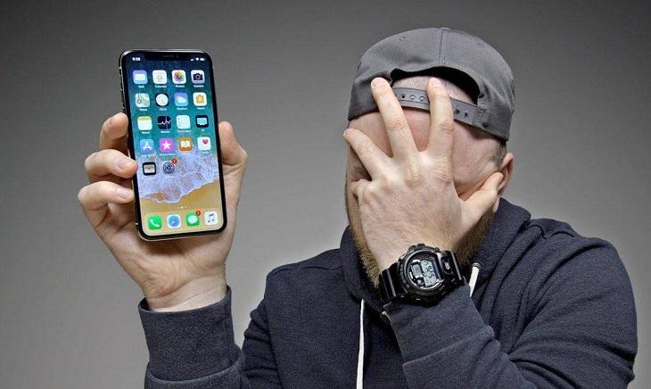 Полуночная прогулка астраханки закончилась кражей дорогого смартфона
