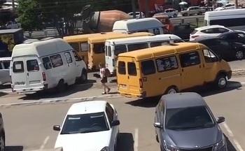 В Астрахани оштрафованы водители маршруток, разъезжавшие по тротуару