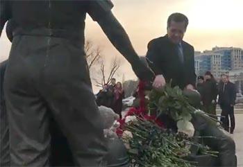 Астраханцы во главе с губернатором почтили память погибших в пожаре в Кемерово