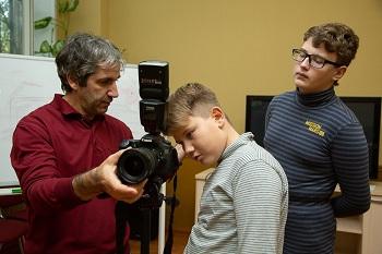 В Астраханском центре «Содействие» для юных фотолюбителей стартовал социальный проект «Зазеркалье»