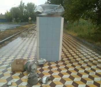 Вандалы продолжают уничтожать в Астрахани памятники. Очередь дошла до осетра и белуги