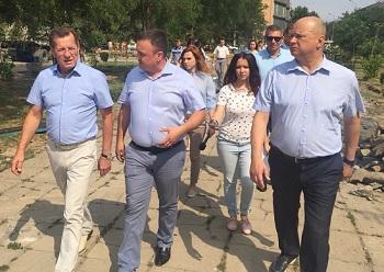 Александр Жилкин и Олег Полумордвинов прогулялись по Трусовскому району