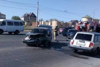 Женщина и четверо детей пострадали в аварии на Аэропортовском шоссе (ВИДЕО)