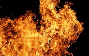 В Астрахани сгорел дом, есть пострадавшие